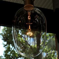 いつまでも、暖かい灯り。白熱電球