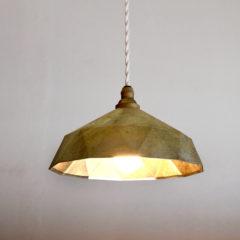FUTAGAMI  真鍮鋳物シェードの照明。